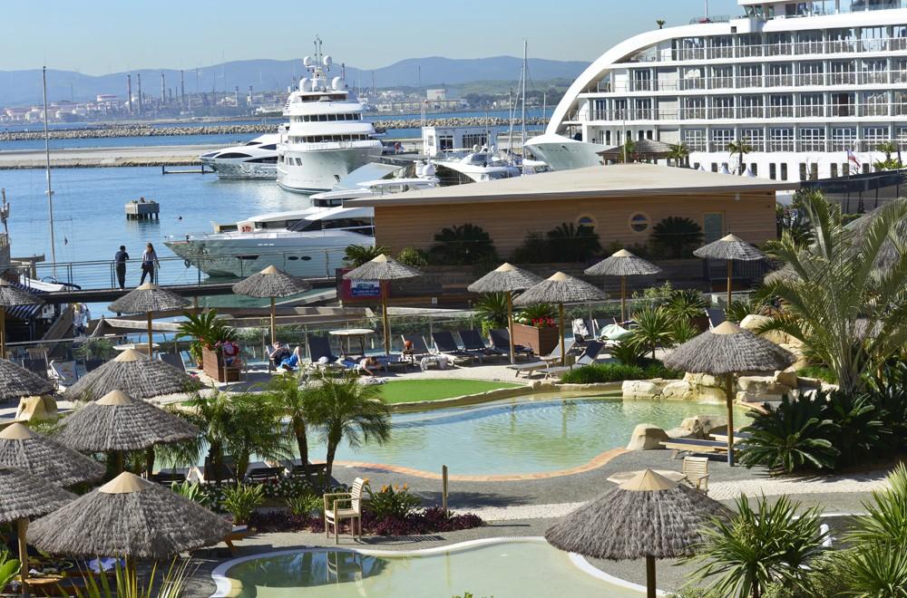 Majestic Ocean Plaza Image